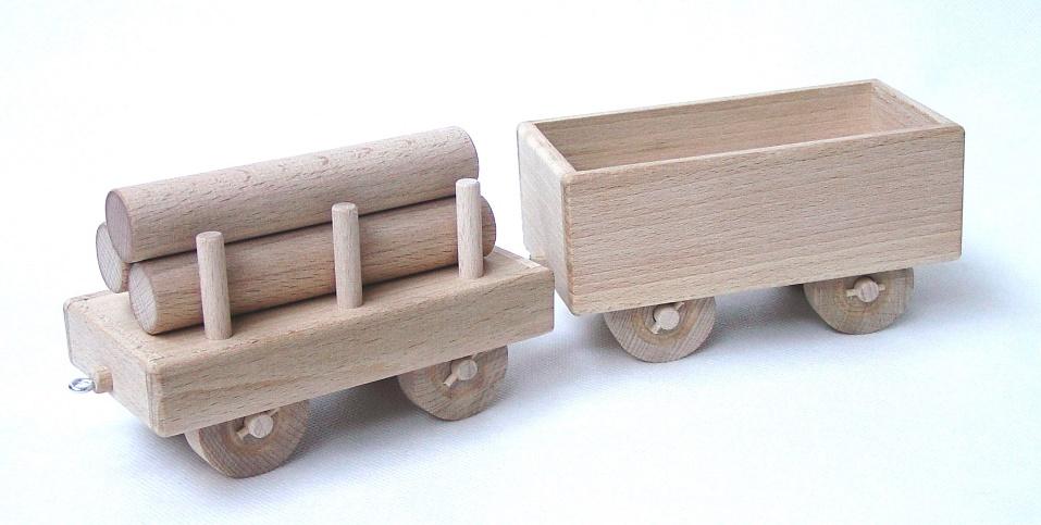 vyr_1703drevene-velke-vagony-k-lokomotive
