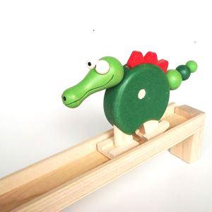 _vyrp12_922dreveny-chodici-krokodyl