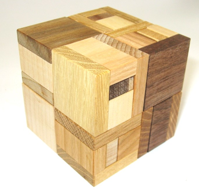 HOOKED_Dreveny-hlavolam-hooked-cube